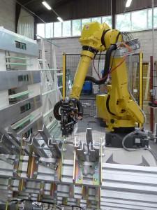 Fensterbau Beschlagsroboter conradius 2